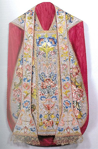 http://www.vaticanartpatrons.org/wp-content/uploads/2013/06/urbanchasuble_large.jpg Chasuble of Pope Urban