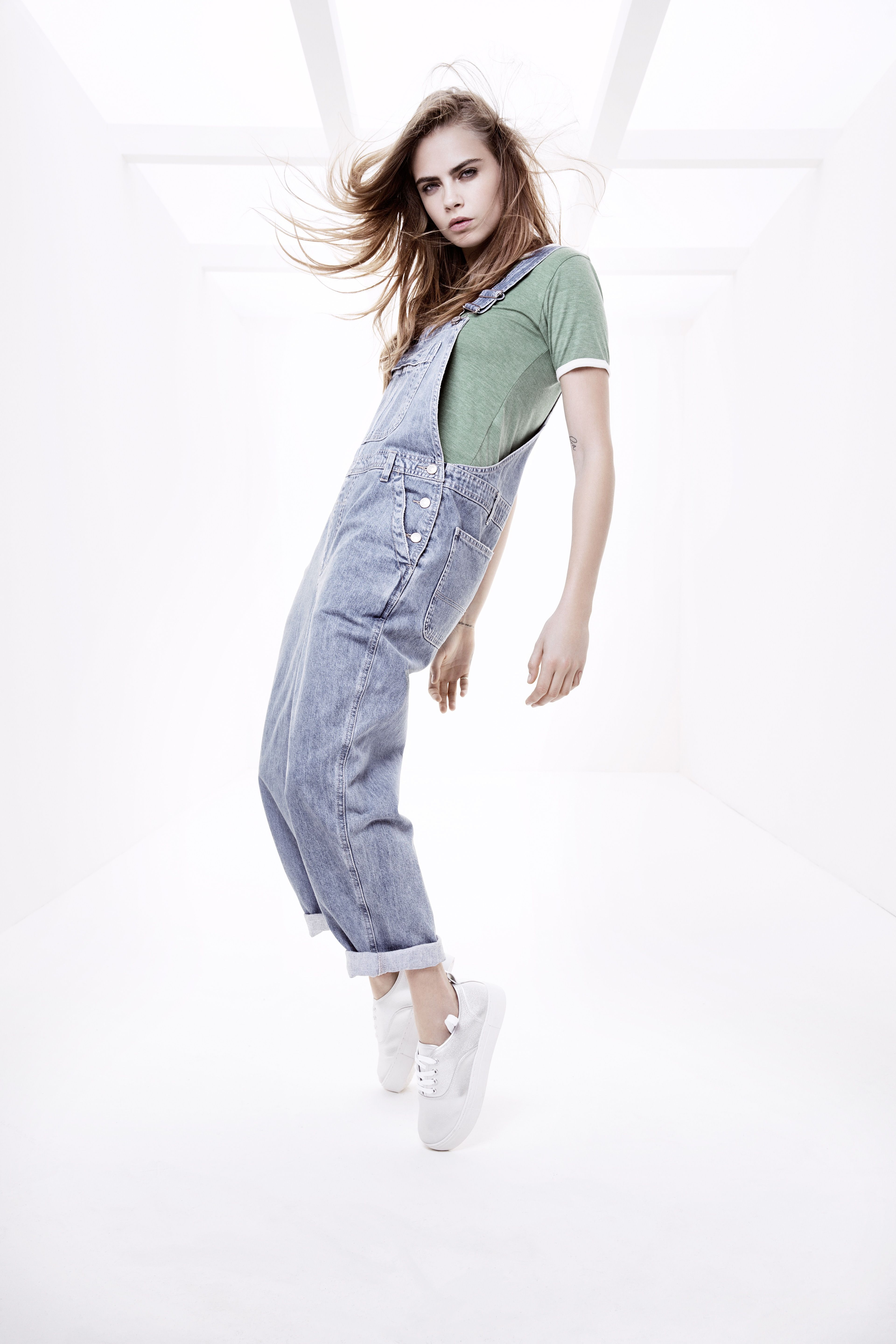 Shop Topshop  WhereverYouAre at Zalando – with exclusive videos from Cara  Delevingne. 8d085cde25f1
