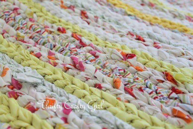 Tappeti Fai Da Te Stoffa : Tappeto ad uncinetto con strisce di stoffa creativo craft