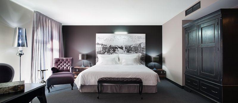 Quarto Duplo - Os nossos 72 quartos estão equipados com a tecnologia mais avançada, uma decoração de vanguarda e todas as comodidades que um hotel desta categoria pode oferecer para tornar a sua estadia inesquecível.