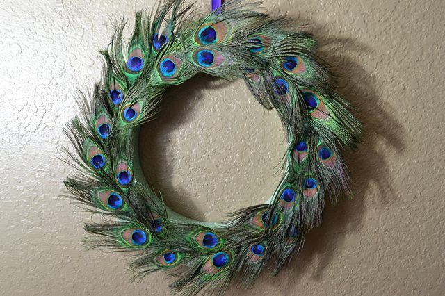 How to Make a Peacock Wreath (with Pictures)  9fdef985515d