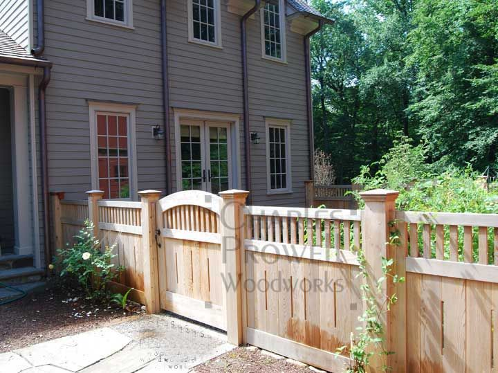 Wood fence very cute a little different then most for Short fence ideas