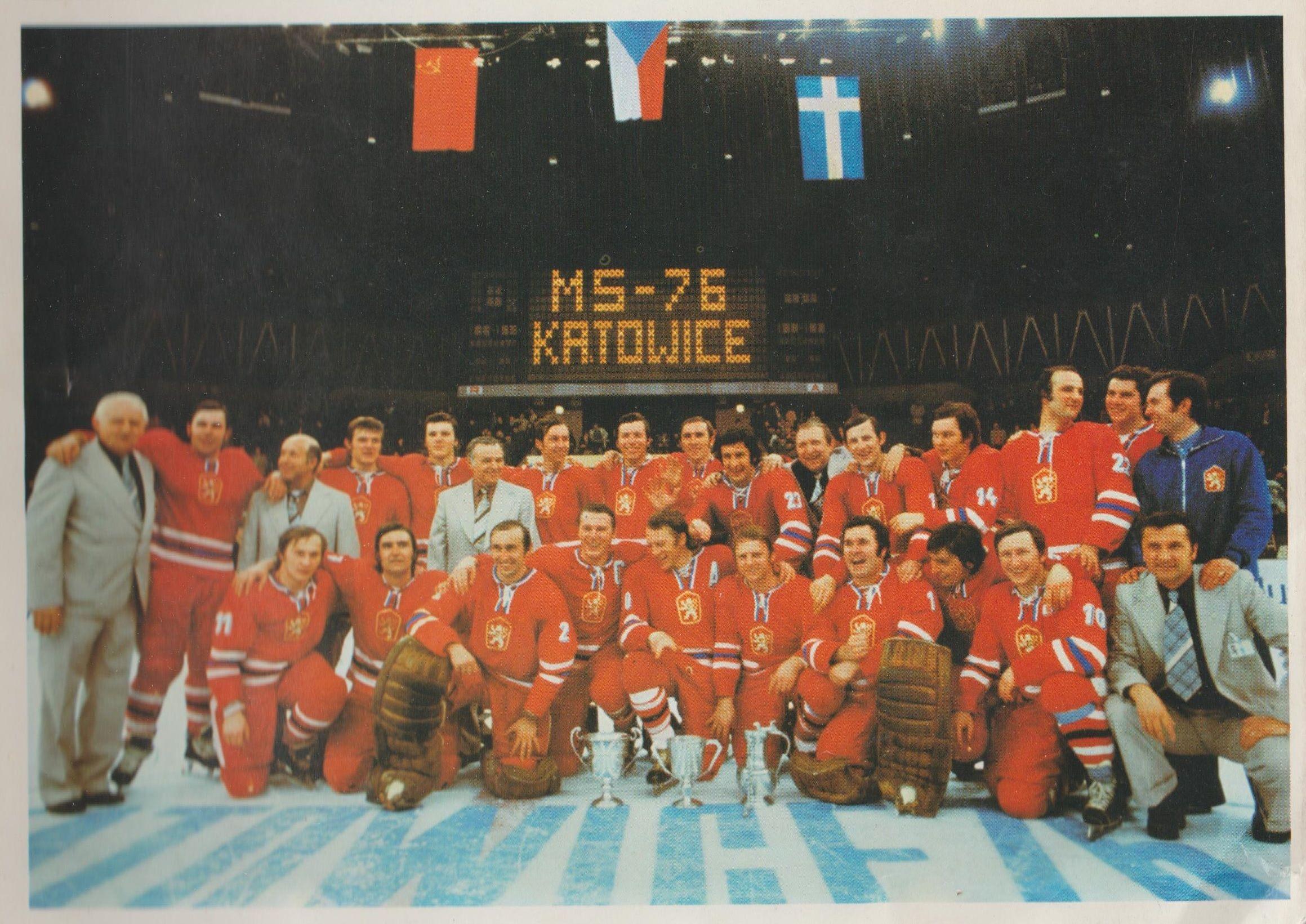 Stojaci Prezident ľadoveho Hokeja Zdenek Andrst Jiri Bubla Technicky Manazer Oldrich Fairaizl Marian Stastny Peter Stastny Katowice World Icon Hockey Puck