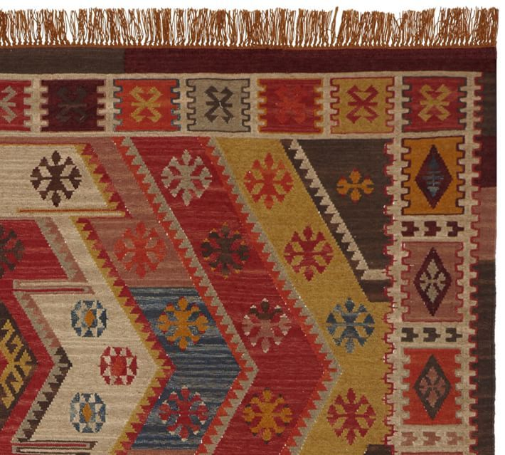 Gianna Recycled Yarn Kilim Indoor/Outdoor Rug For Underfoot.