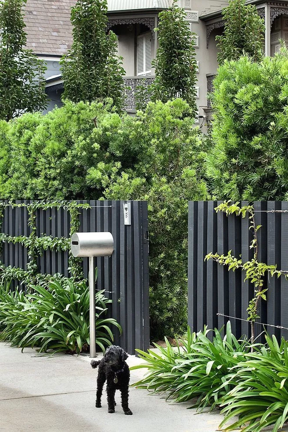 The Latest Landscaping Trend To Take Over Outdoor Pavers 62 Home Design Ideas Modern Fence Design Fence Design Front Yard Fence