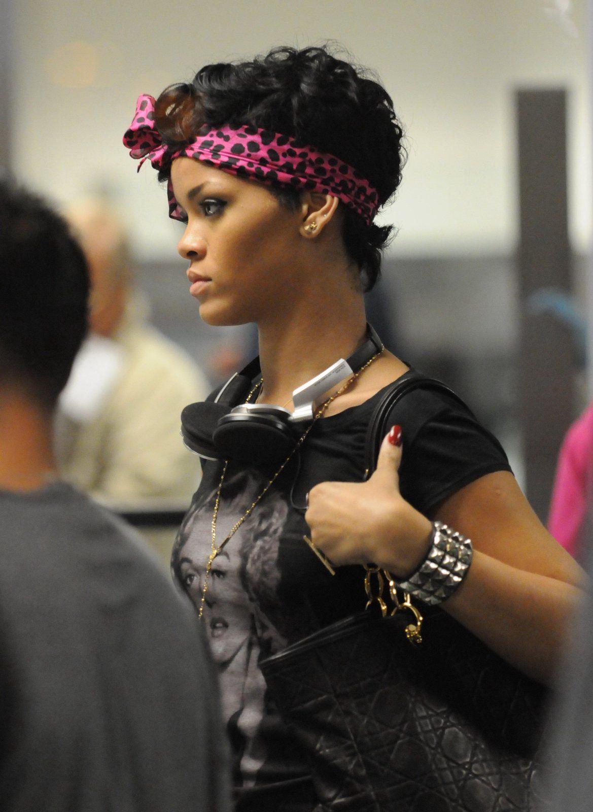 rihanna pink headband   Bandana hairstyles short ...