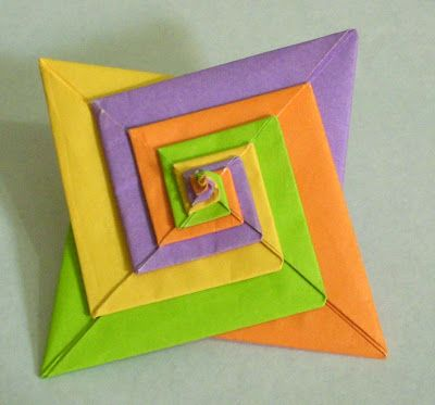 Day 79 - Origami Tomoko Fuse Espiral Origami Tomoko fuse espiral is a modular origami model.It has 4 units.The modules are really simple t...