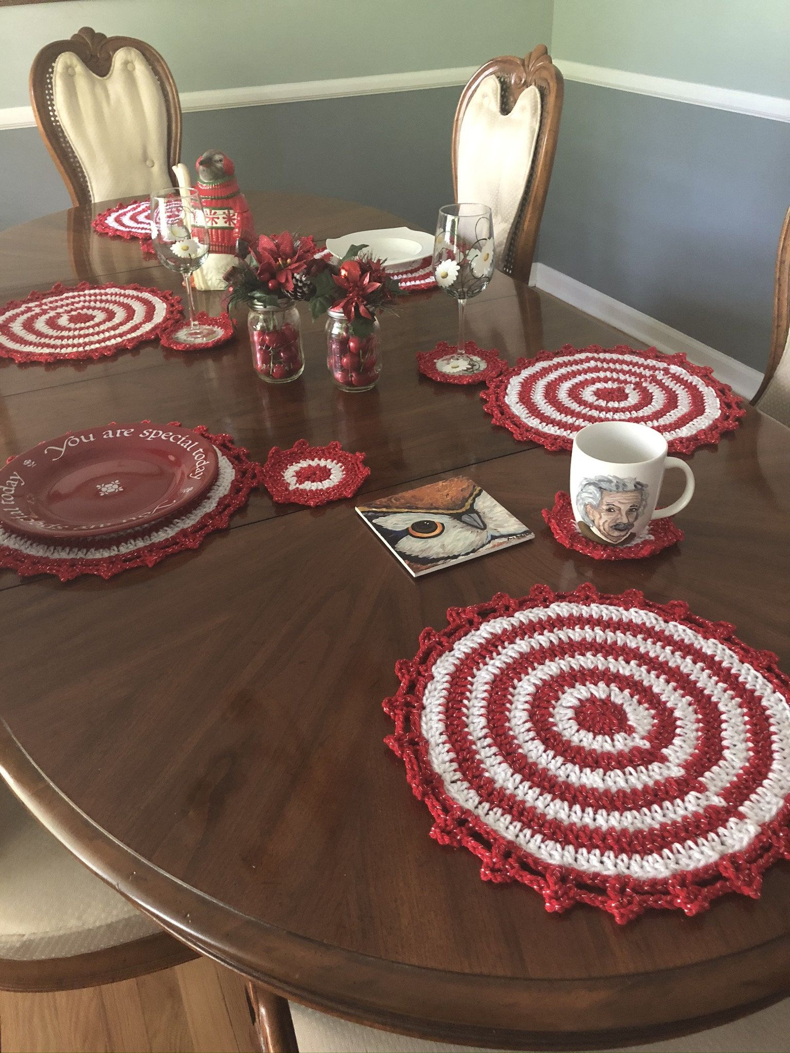 Red And White Sparkly Crochet Placemats And Coaster Set Etsy In 2020 Holiday Table Decorations Crochet Placemats Placemats