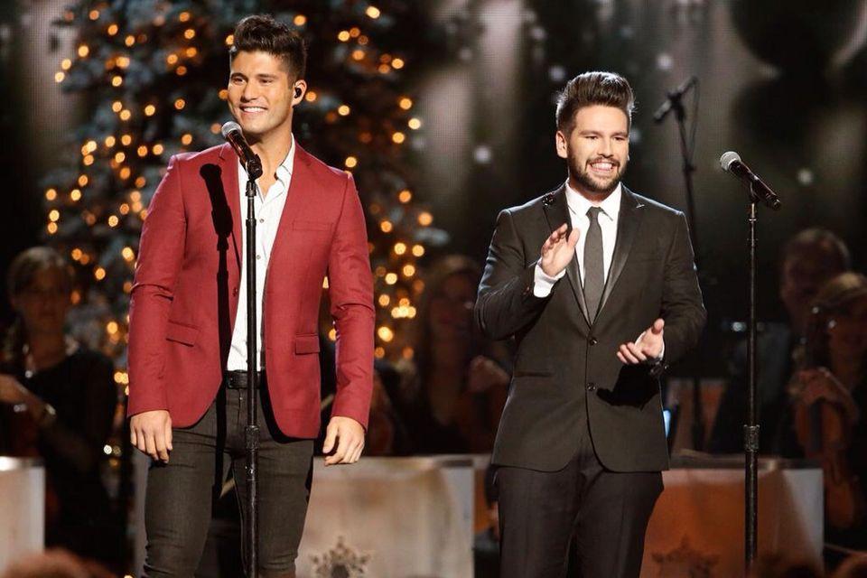 Dan + Shay on CMA Country Christmas!! :)