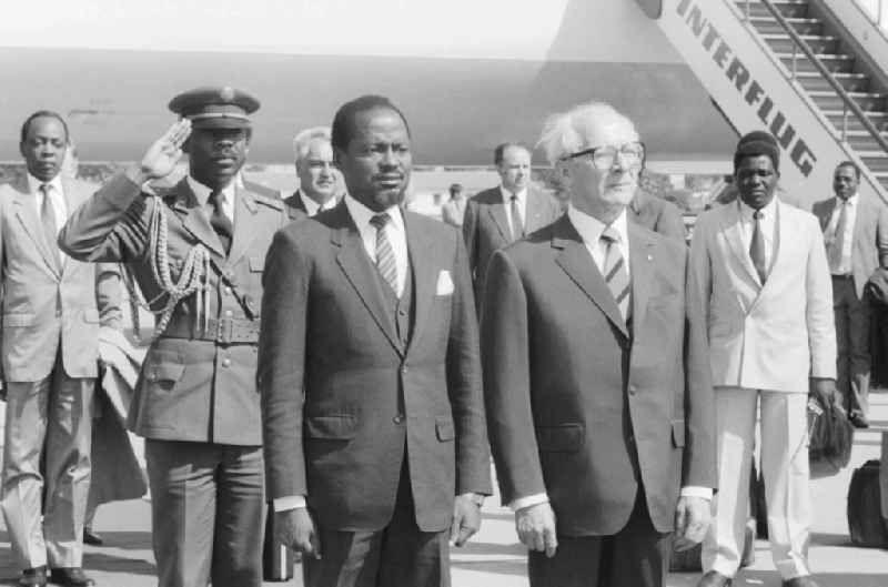 Staatsbesuch Mosambik bei der Ankunft auf dem Flughafen