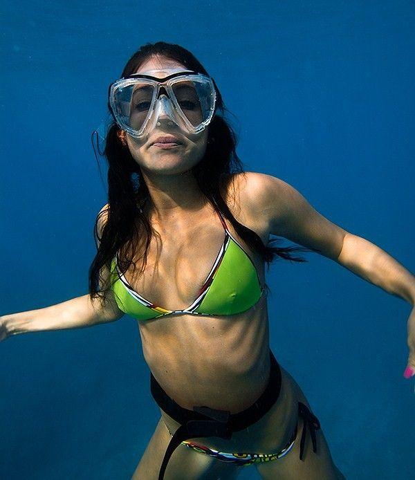 hdtv-bikini-destinations-scuba