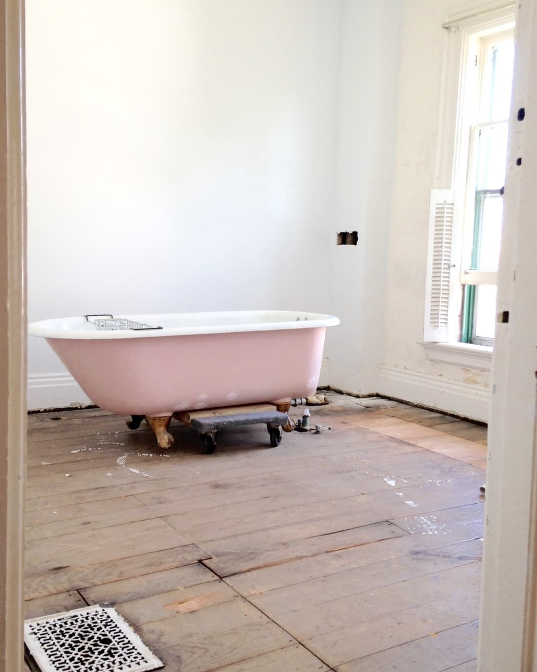 How I Moved Refinished This Clawfoot Tub And Lived To Tell The Tale Clawfoot Tub Clawfoot Tub Bathroom Clawfoot Tub Shower