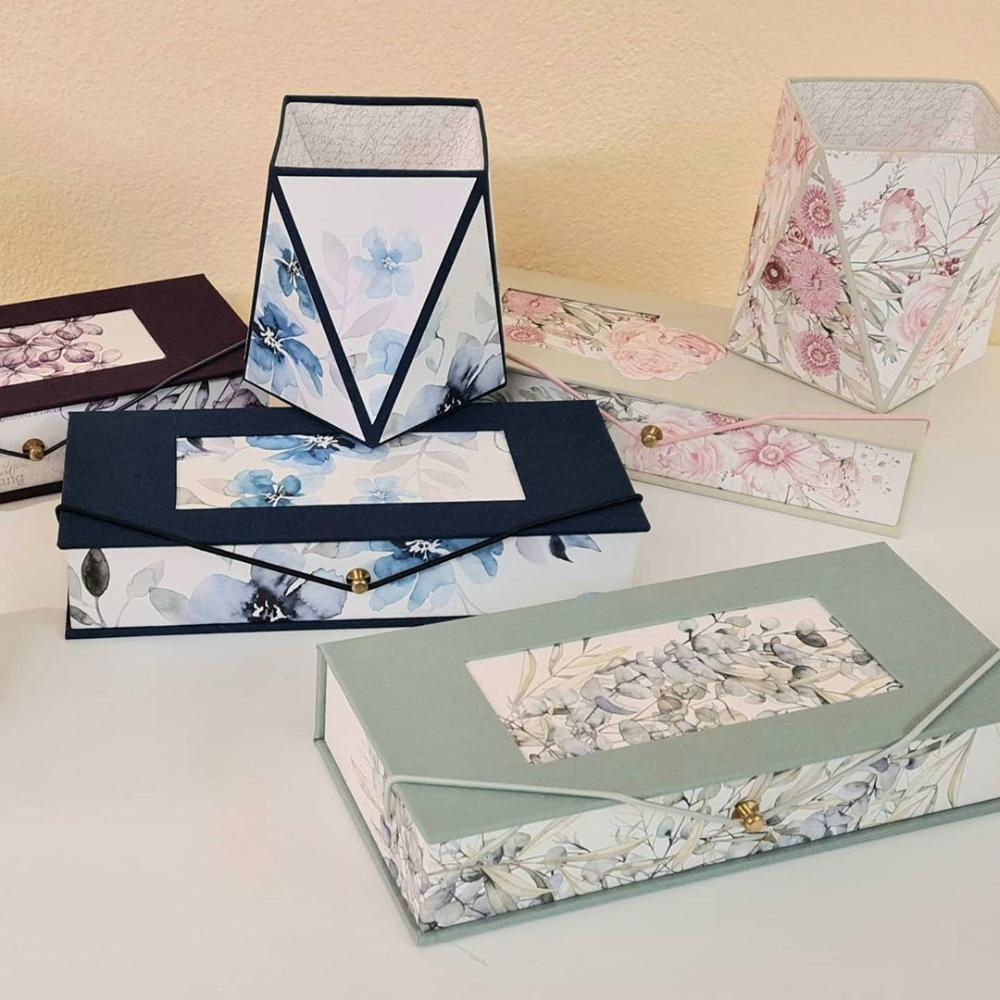 Ulla Muller Auf Instagram Auftragsarbeit Stifteboxen Mit Passenden Kochern So Macht Die Arbeit Am Schreibtisch Spass Anleitungen Stiftebox Box Schachtel