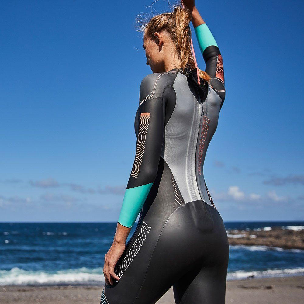 Sexy chicks in wetsuits — photo 15