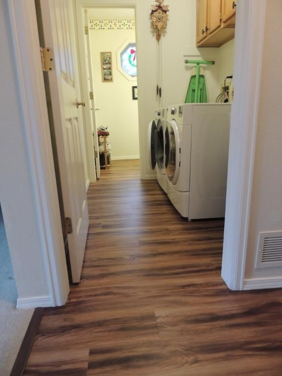 Beautiful Laundry Room Style That S Affordable And You Can Diy A Great Look In An Area Where The Floor Might Get Wet We Liked It So Much Are Putting