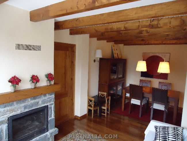 Apartamento en Mont para 5 personas, muy cercano a Viella, capital del Valle de Aran. http://www.pirinalia.com/