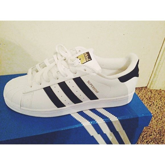 Adidas Original Superstars White Base, Black stripes on both sides. No  creases! Gold