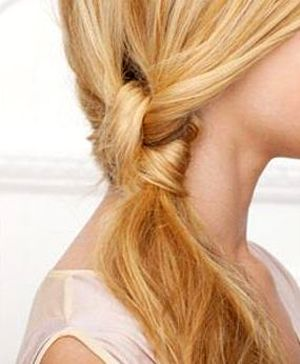 Side Knot Ponytail.. Want to learn how to do this!!