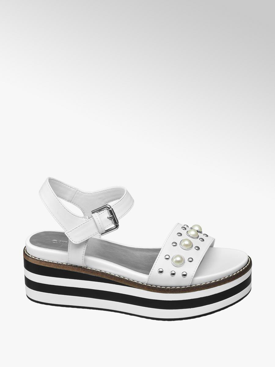 237cad2c Sandalias blancas con plataforma y perlas Deichmann primavera verano 2019  complementos mujer Catálogo Zapatos Deichmann Primavera