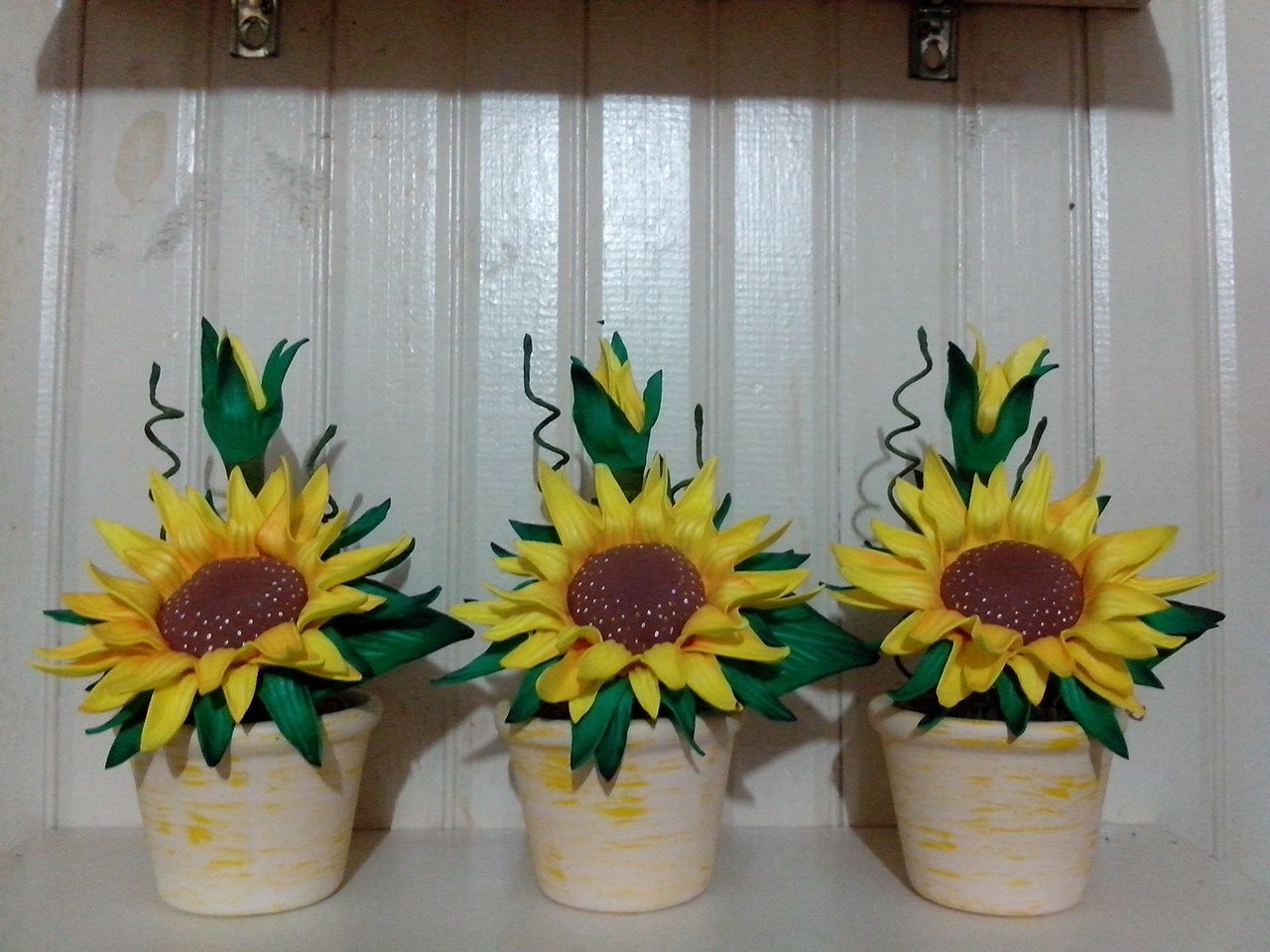 IMG_20160426_162315.jpg 1,280×960 pixels   Flores artesanato, Arranjos de  girassol, Arranjos de flores