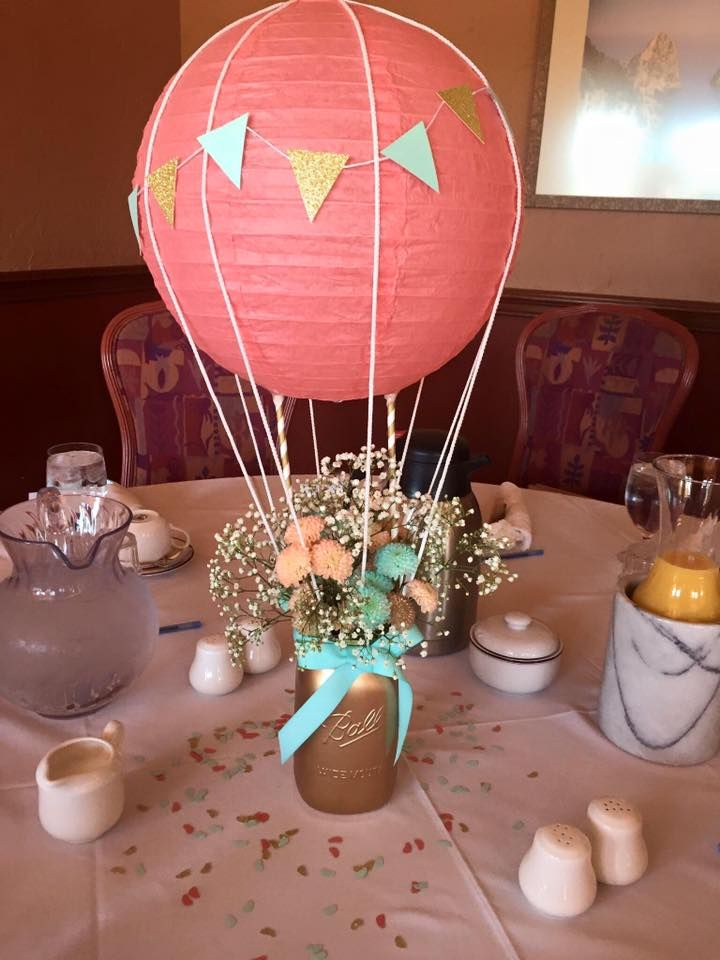 Hot air balloon centerpiece for baby mara 39 s shower for Balloons arrangement decoration