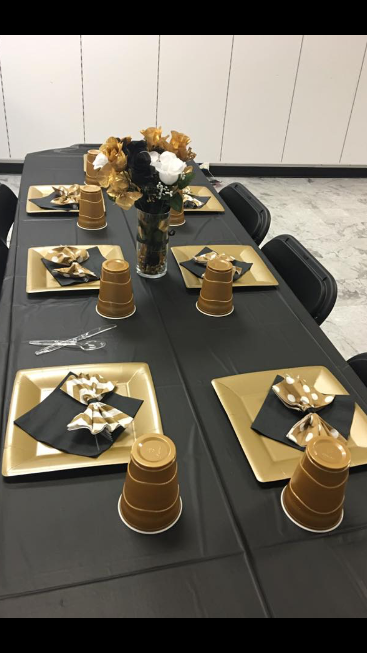Simple Black With Gold Table Tops Minus The Girly Bows Gold