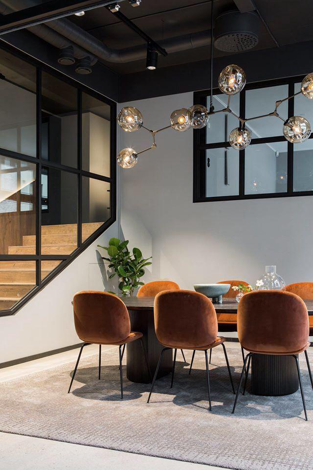 Mooie lamp en stoelen! - Interiors   Pinterest - Stoelen, Plafond en ...