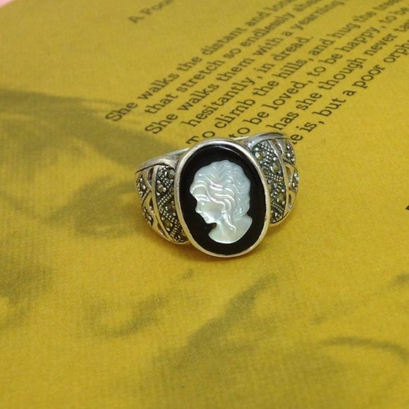 Vintage sterling silver cameo style ring 925 sterling silver ring with woman's head. Very vintage looking. Amazing condition. Jewelry Rings
