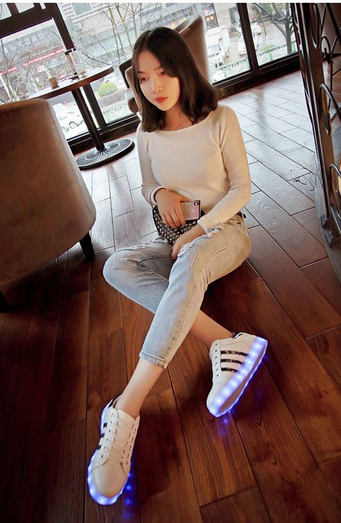 Chaussure Trois Bandes Blanche   Chaussure led, Chaussures