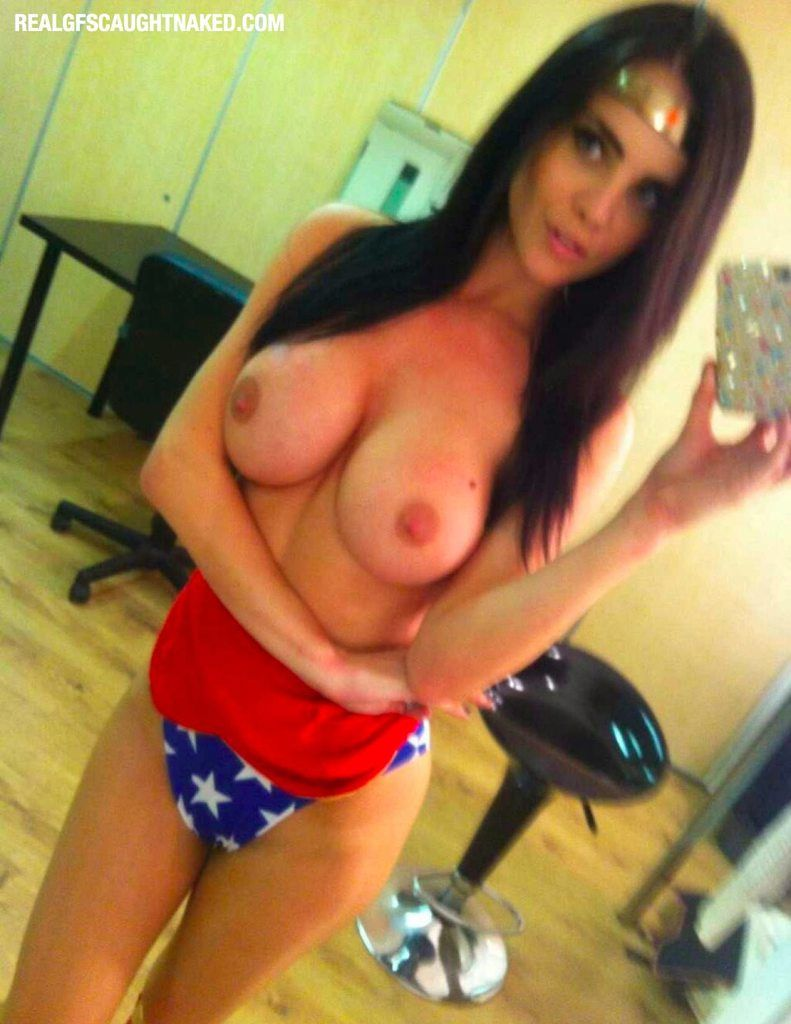 All sexy wonder woman nude photo — img 9
