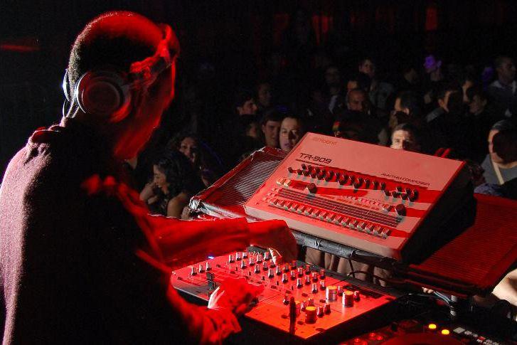 Jeff Mills S4 vs CDJ + DJM800 setup - TranceAddict Forums