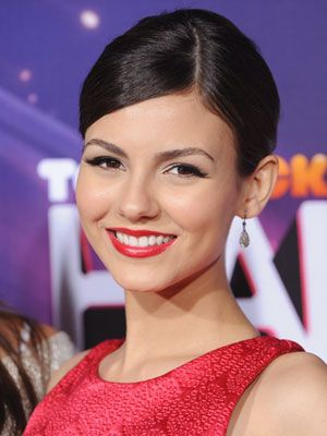 Famous Actress Victoria Justice From Nick Channel Tv Victorious Show With Her Side-Parted-Sleek-Updo-Hairdo.