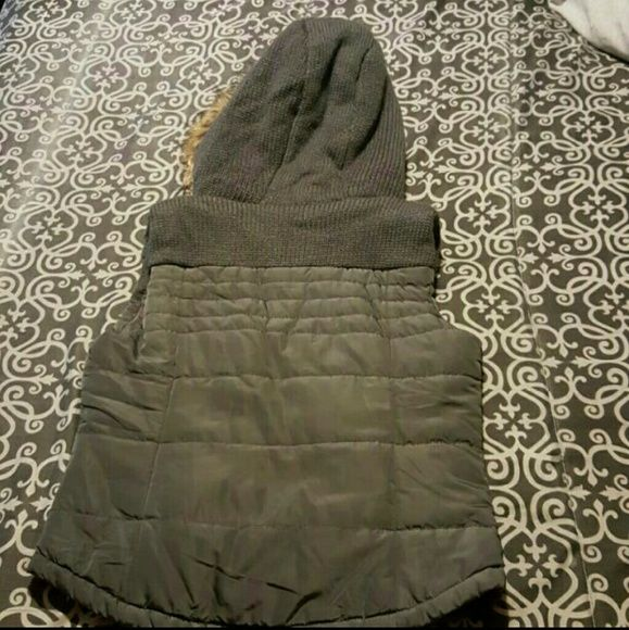 Aeropostale gray vest Worn a couple times,great condition,looks great with por without the fur. Aeropostale Jackets & Coats Vests