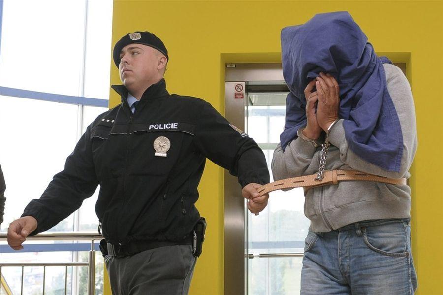 Претреси и хапшења у чешкој влади - http://www.srbijadanas.net/pretresi-i-hapsenja-u-ceskoj-vladi/