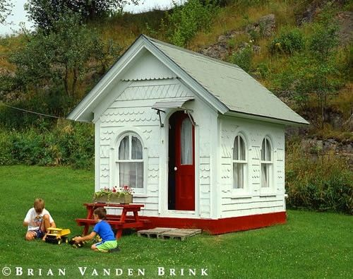 I don't think I would make this a playhouse; I think it would have to be Mommy retreat. 1vintagechick