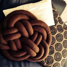 rosenknoten selber machen aus fleece kissen pinterest selber machen schl uche und n hen. Black Bedroom Furniture Sets. Home Design Ideas