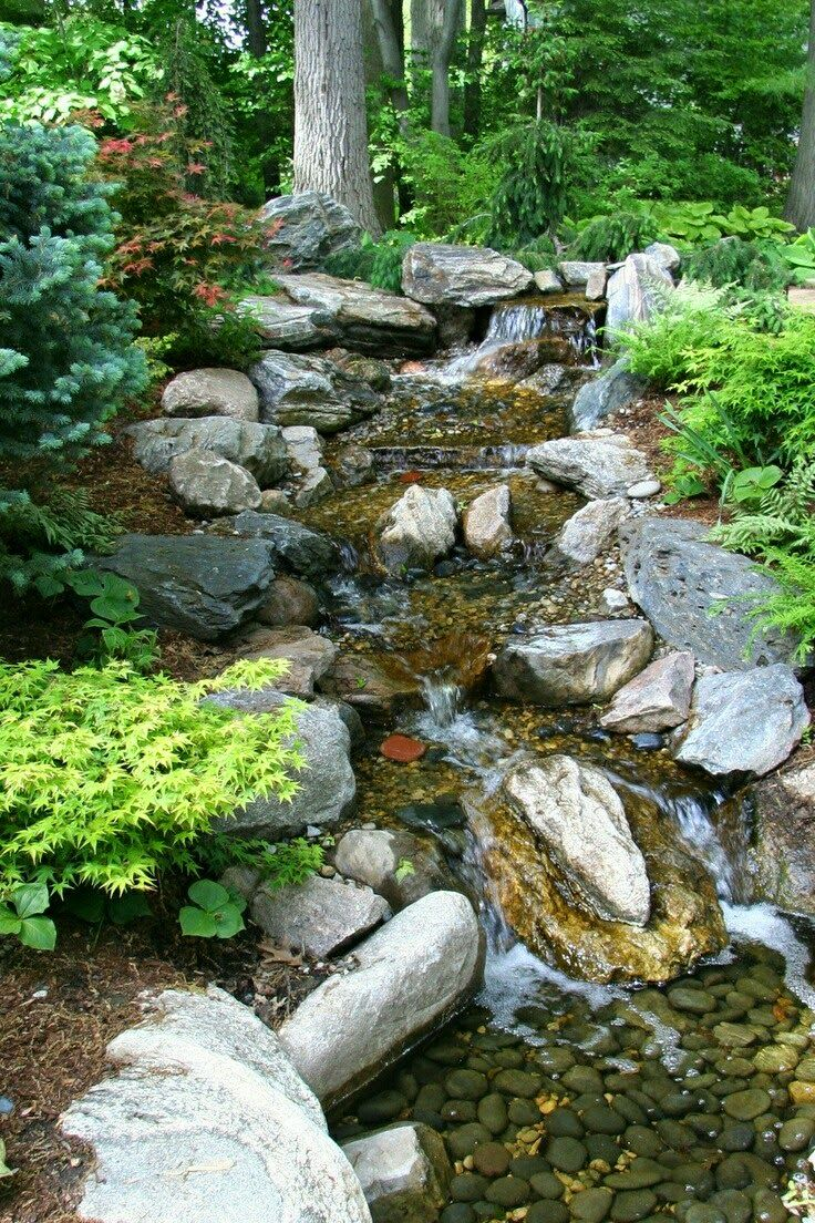 Garden waterfall stones in the garden wasserfall for Garden pond water features