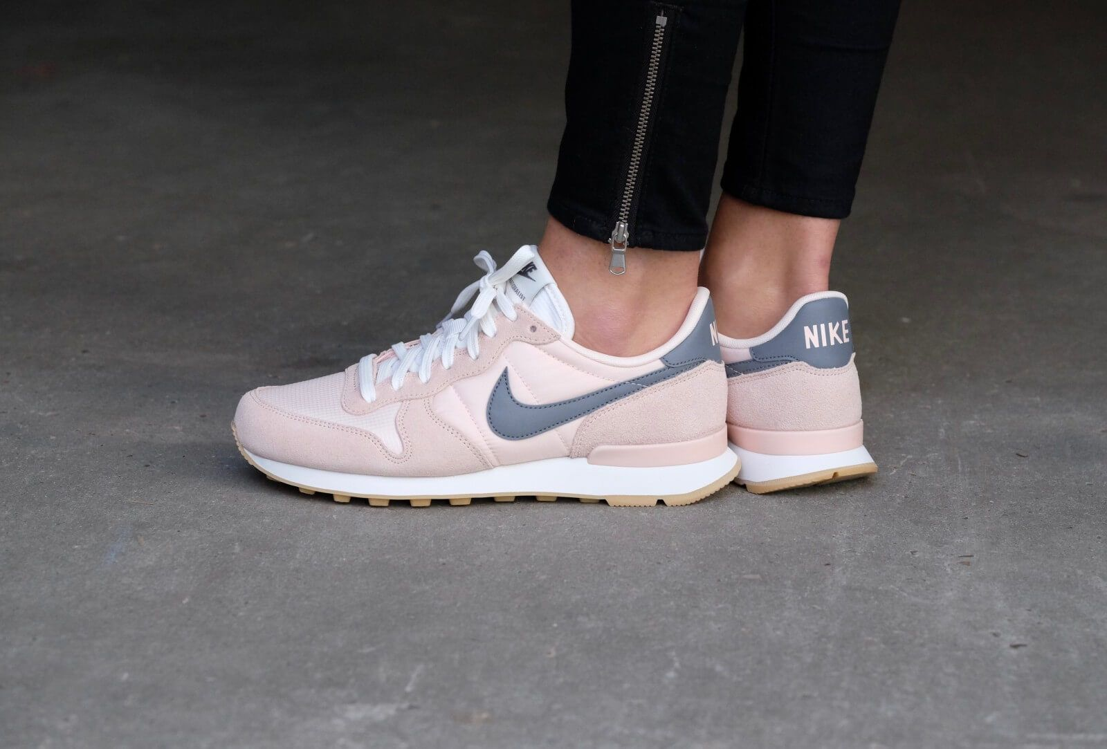 nike wmns internationalist sunset tint / cool grey - summit white