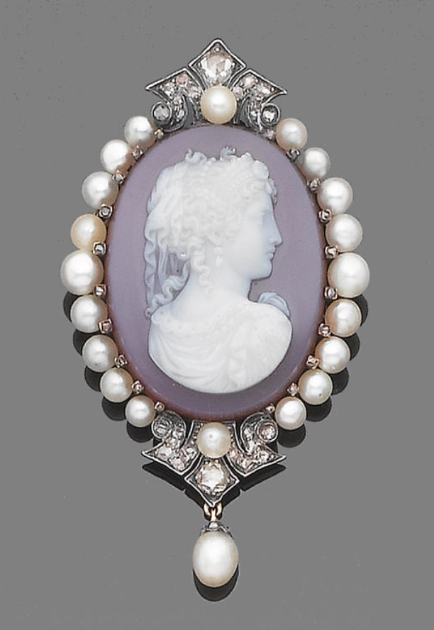 A late 19th century hardstone, pearl and diamond cameo brooch/ pendant cameo depicting Athina, surround by pearls and rose-cut diamonds