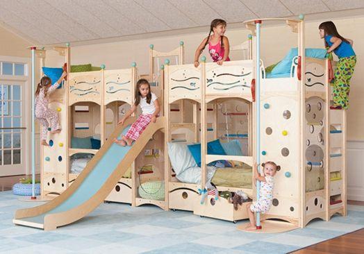 kinder zimmer gestalten bett spielplatz rutsche lustig. Black Bedroom Furniture Sets. Home Design Ideas