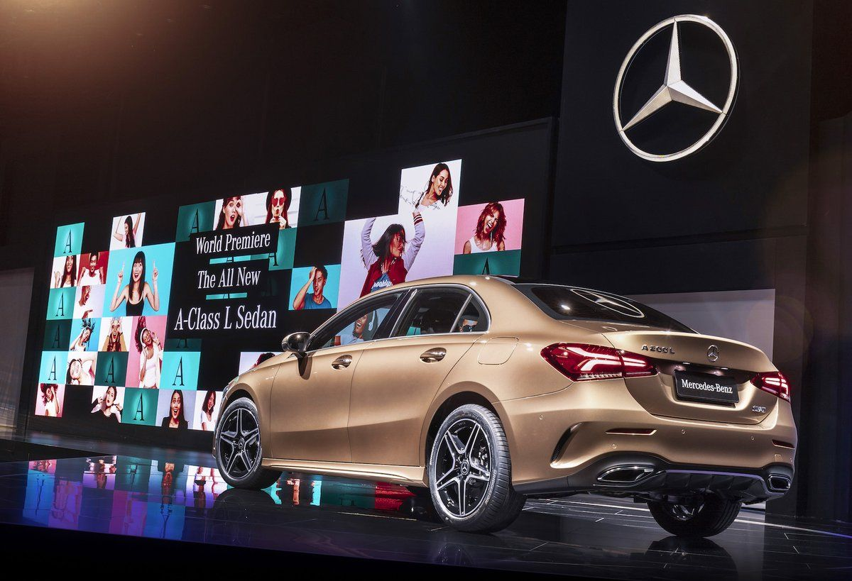 (6) Twitter Carros sedan, Mercedes, Toyota corolla