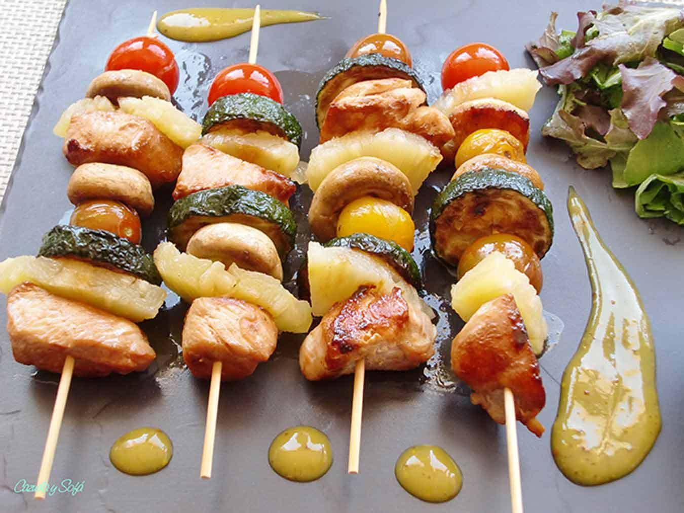 Brochetas De Pollo Con Verduras Y Salsa De Miel Y Mostaza Brochetas De Pollo Pollo Con Verduras Brochetas De Carne