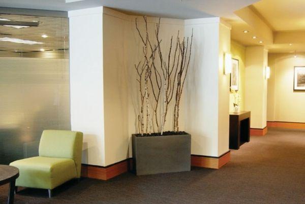 Dekorationen aus birkenstamm birkenzweige im blumentopf wohnidee