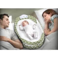 Perfect for newborns when co-sleeping in parents' bed, the Baby Delight Snuggle Nest Surround provides a greater sense of security and safety.
