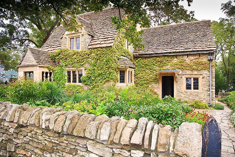 English cottage style homes broadway manor cottages for Cotswold cottage house plans
