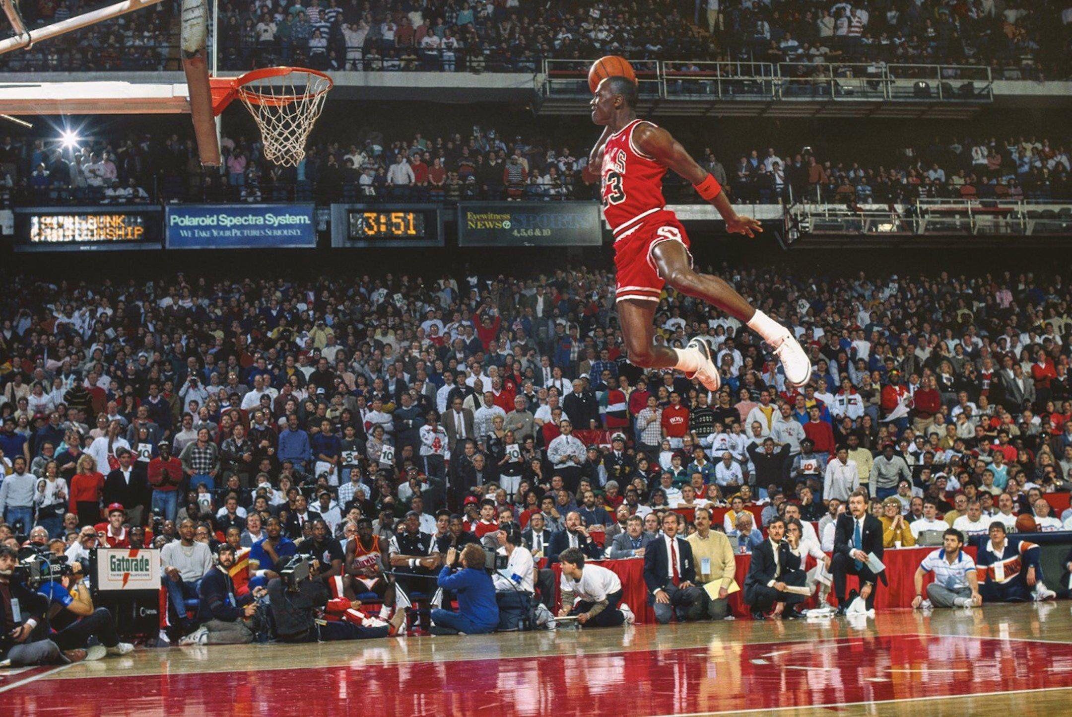 Resultado de imagen para michael jordan flying