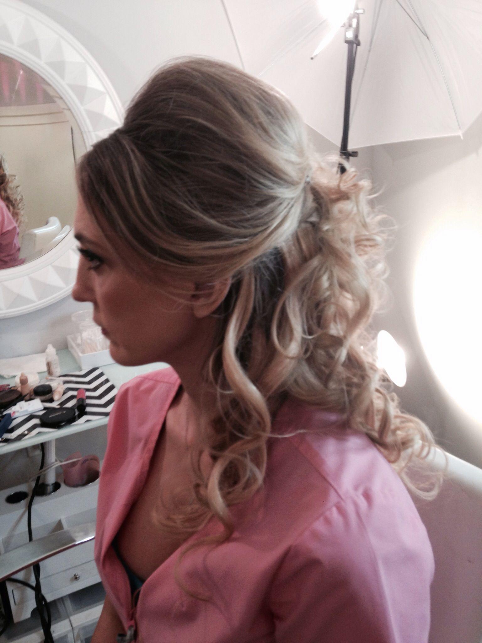 Half up curls bump bride