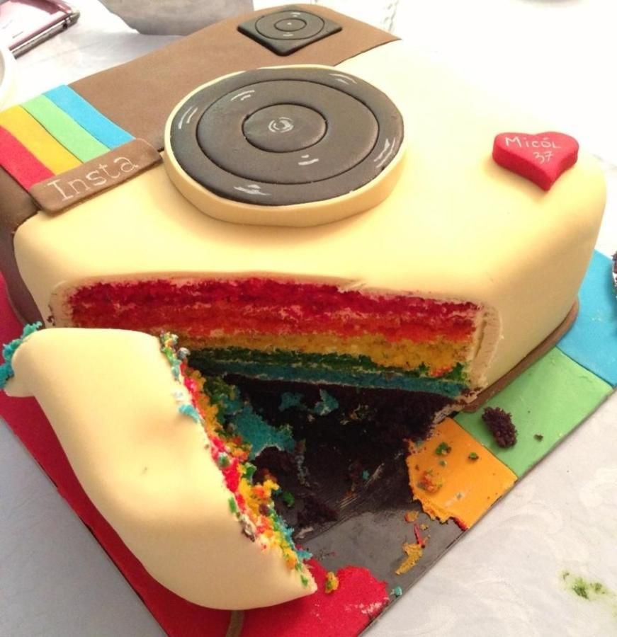 Cake Art Instagram : iPhone selfie cake Divine cupcakes  creations Pinterest