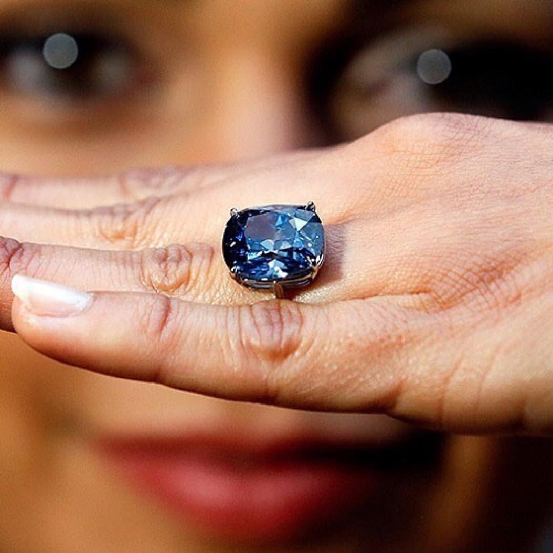 Blue Moon Of Josephine A Former Sothebys Offering Blaue Diamanten Pinke Diamanten Diamant