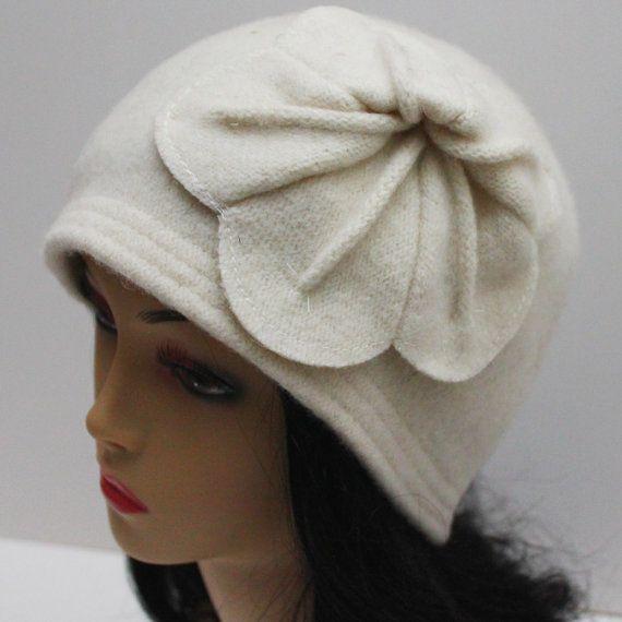 Zelda Wool Flower Flapper Cloche Hat Beanie Hat Ivory